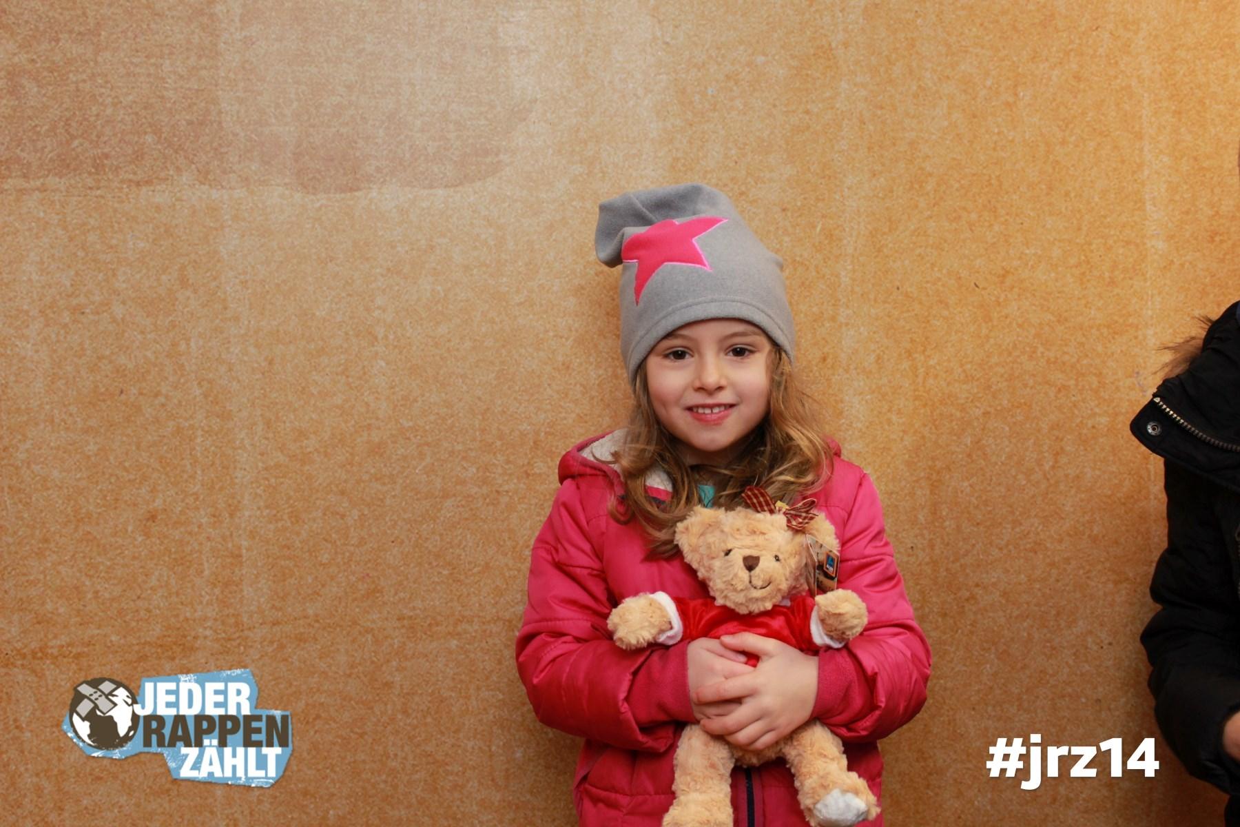 Spende auch du einen Teddybären für Familien auf der Flucht. #jrz14 Jeder Rappen zählt. Foto unter: